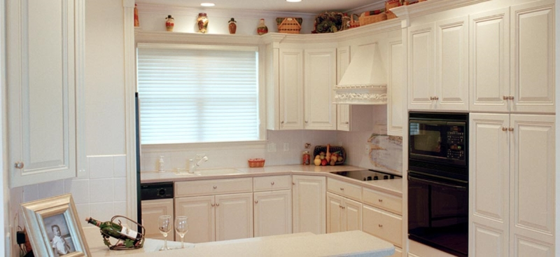 Custom Off White Kitchen Cabinets